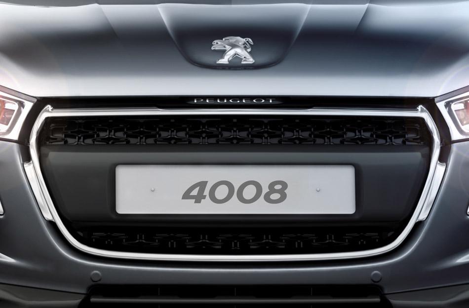 Né de l'association PSA/Mitsubishi le 4008 arrive.  Soyez sage le SUV est destiné à l'exile, il s'o...