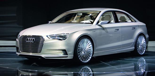 Le dernier concept car hybride d'Audi a été présenté au salon de Shanghai et embarque un moteur élec...