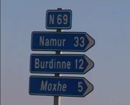 En Belgique, un automobiliste a filmé la route de la Chaussée Romaine entre Braives et Moxhe. Une ro...