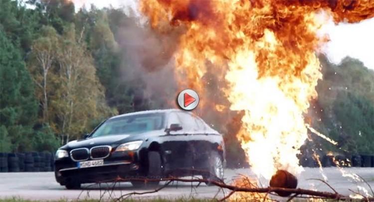 Centre d'entraînement pour les chauffeurs de voitures Des BMW blindées en stage sur une base de combat
