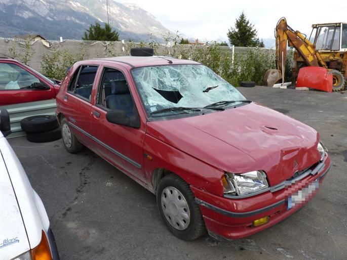 Carcassonne : Coups de hache dans la voiture de son ex-amie !