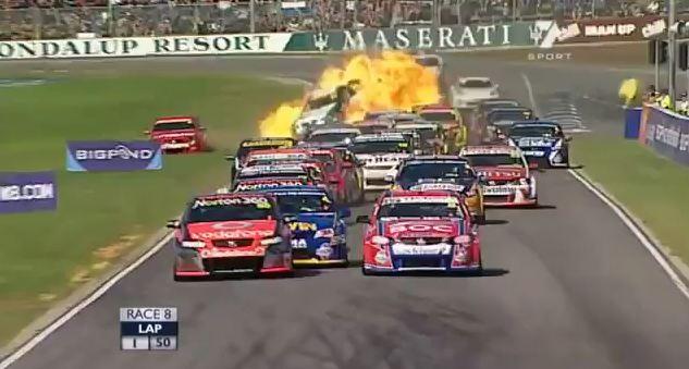 Explosion d'une V8 Supercars ! (Vidéo)