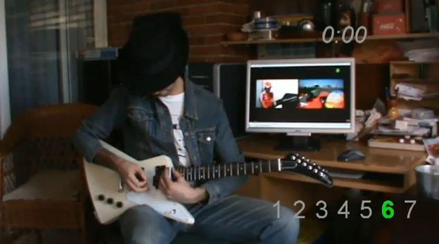 Quoi de plus naturel pour ce guitariste que d'imiter avec sa guitare, une Gibson X-plorer, les fréqu...