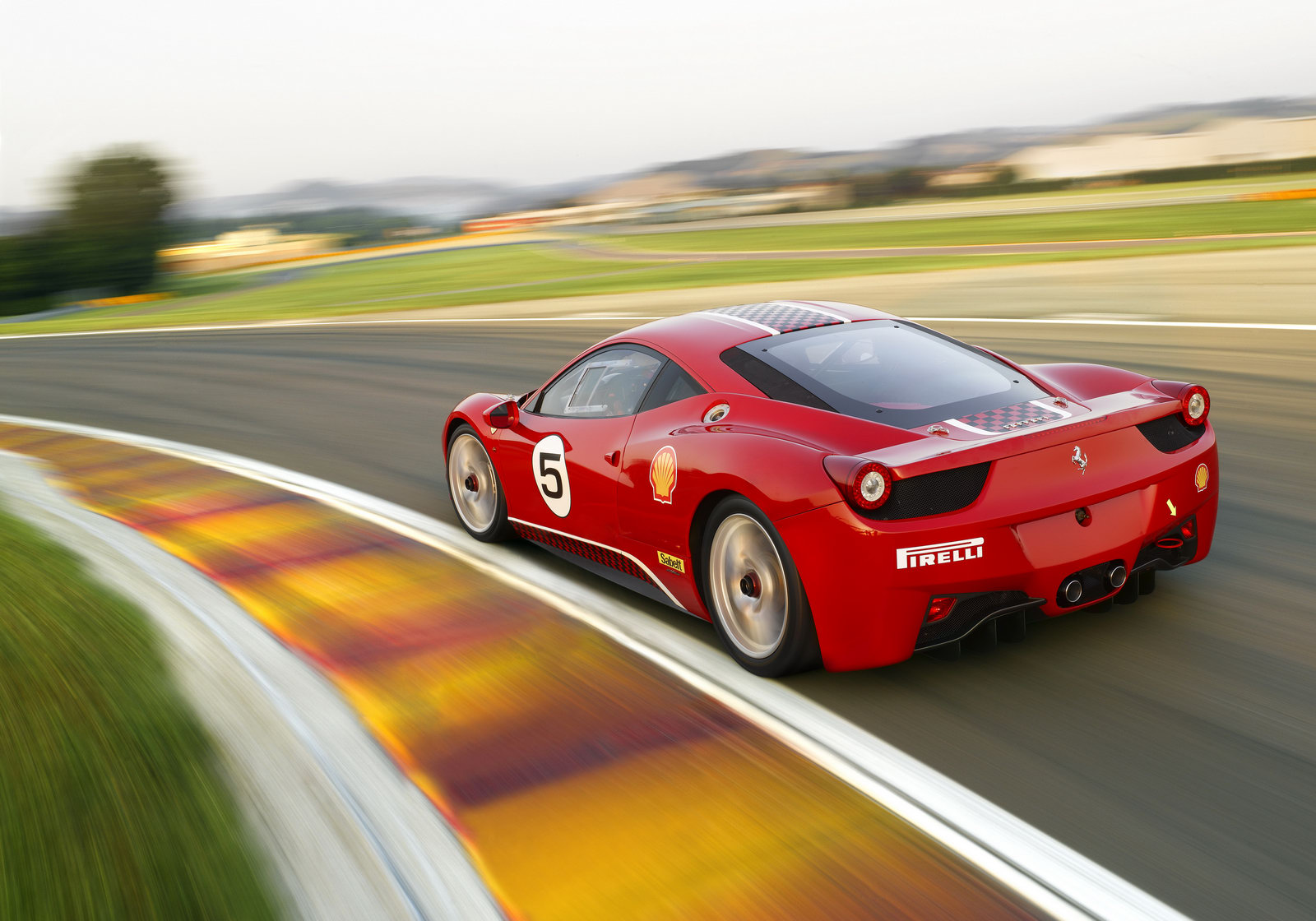 Voici la vidéo d'une Ferrari 458 Challenge...