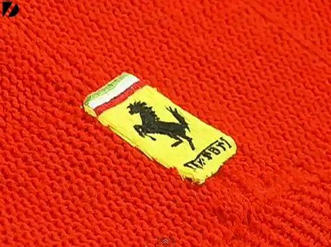 Lauren Porter, une étudiante en art, a eu l'idée amusante de tricoter une Ferrari F355 grandeur natu...