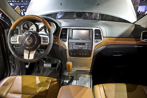 grand cherokee 2011 vid o le nouveau mod le de jeep nouveaux mod les sur. Black Bedroom Furniture Sets. Home Design Ideas