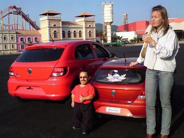 Volkswagen a créé au Brésil une nouvelle voiture complètement adaptée aux personnes de petite taille...