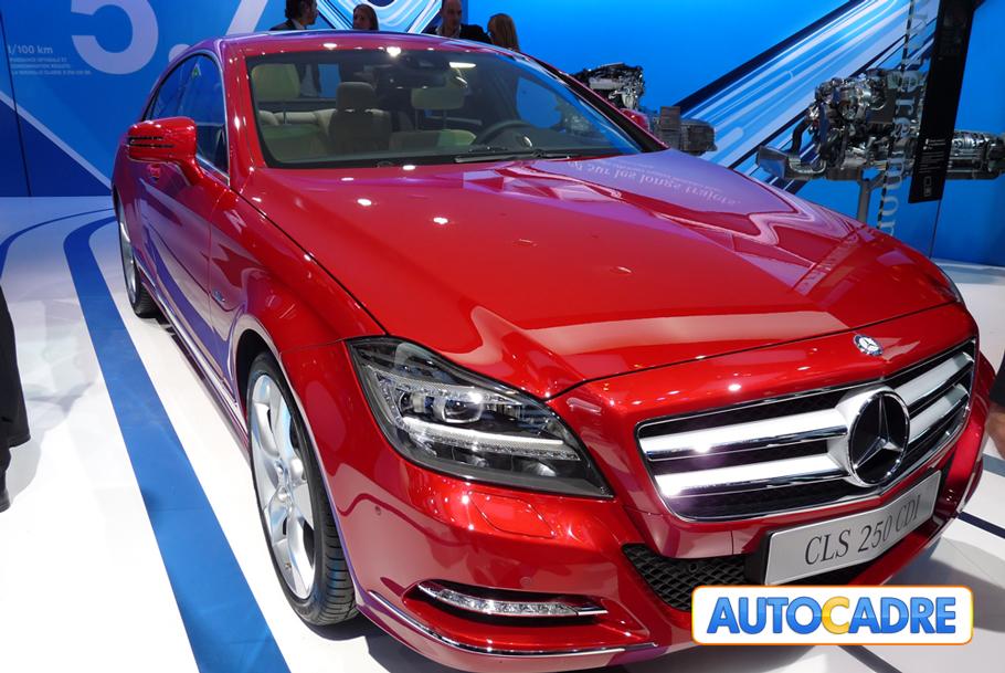 Stand Mercedes-Benz au mondial auto de Paris 2010 C22 CDI, CL 63 AMG, CL 500, Classe A E-Cell, CLS 250 CDI, CLS 350, CLS 350 CDI, E 220 CDI, E 250 CDI, E 350 CGI, R 300 CDI, S 250 CDI, S 400 HYBRID, Viano 2.2,