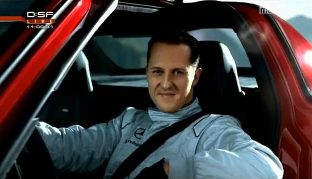 Michael Schumacher courant désormais pour la firme à l'Etoile, Mercedes a eu la bonne idée de recour...