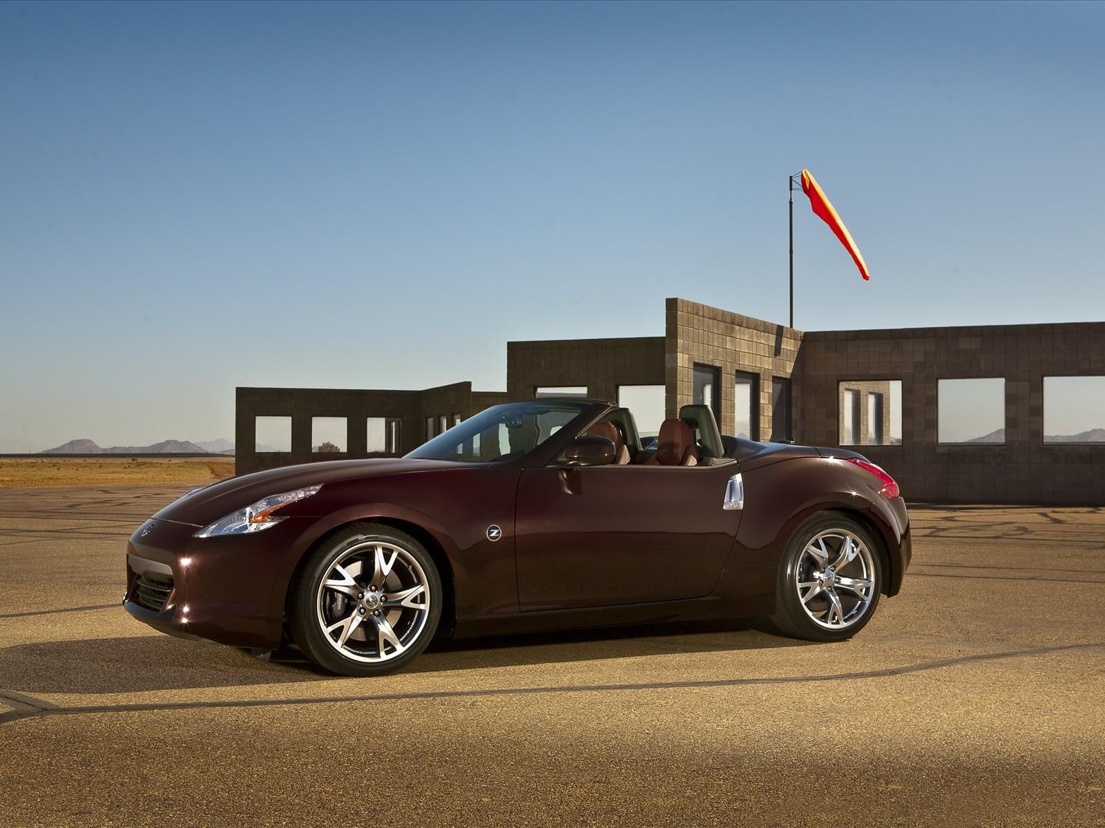 La famille Z s'agrandit. Désormais, le puissant coupé sportif Nissan 370Z sera secondé d'un superbe ...