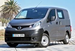 Le nouvel utilitaire compact de Nissan, le NV200, apporte à sa catégorie une nouvelle vision de l'es...