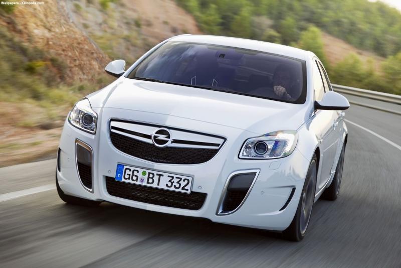 La version haute performance de la Voiture de l'Année 2009 sera dévoilée le 7 mai, quand l'Opel Insi...