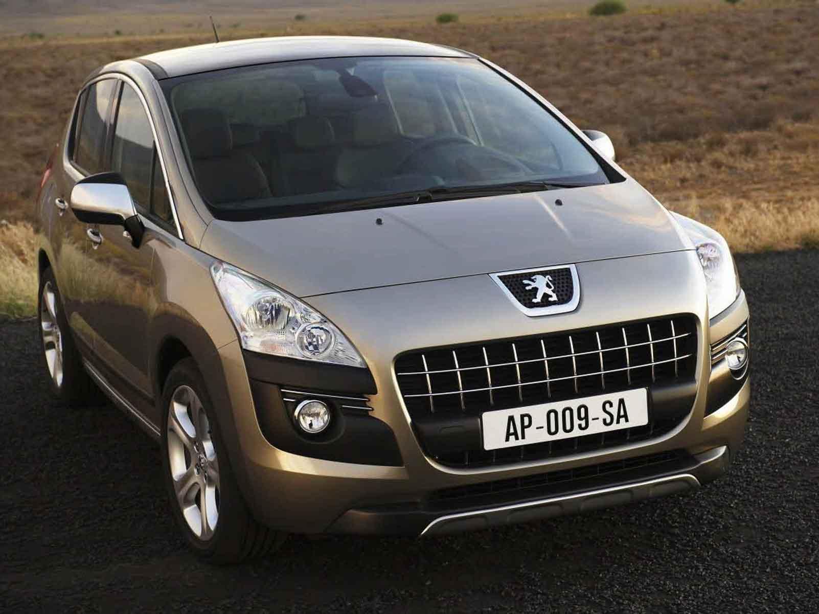La Peugeot 3008 est un crossover compact, volumique et responsable. Elle représente une offre nouvel...