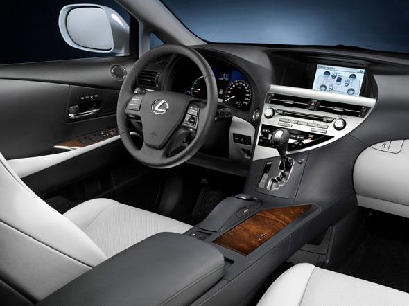Le nouveau crossover RX 450h a les émissions de CO2 les plus basses de sa catégorie grâce au Lexus H...