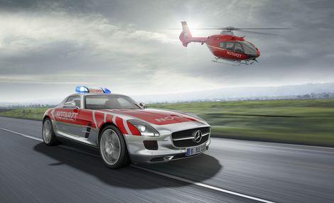Mercedes a décidé de faire de sa SLS AMG un véhicule médical.