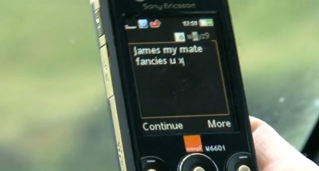 SMS au volant en Vidéo (Réservée à un public averti) Vidéo choquante pour lutter contre les SMS au volant