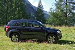 Élu 4x4 de l'année en 2006, le Grand Vitara de Suzuki est un véhicule qui se démarque par l'équilibr...
