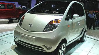 Très loin des 500 000 voitures produites, la Tata Nano en cette fin d'année 2010 peine à atteindre u...