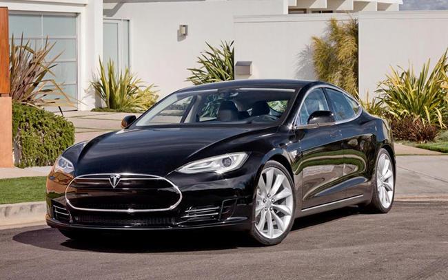 Alors que les versions alpha du Model S sont testées sur les routes, l'équipe de designers de Tesla ...