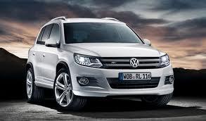 Volkswagen nous confirme l'arrivée du pack R-Line sur le Tiguan et celui -ci implique quelques nouve...