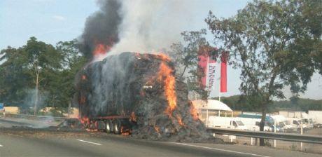 Un camion prend feu sur l'A1