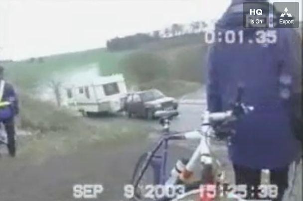 Un accident de caravane tirée par une Renault Super 5 (Vidéo)