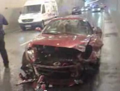 Le footballeur portugais Cristiano Ronaldo a été victime d'un accident de voiture sous un tunnel pro...