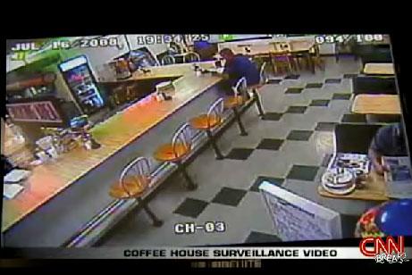 Vidéo d'une voiture qui s'invite dans un restaurant par la fenêtre (Vidéo) La preuve que les miracles existent !