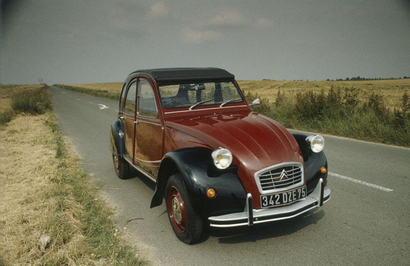 Anniversaire de la 2 CV Citroën fête 60 ans d'innovation !