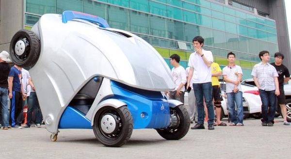 Développé par des chercheurs sud-coréens, ce prototype de voiture électrique est capable de se rétra...