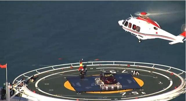 Une vanquish vue de haut sur l'héliport du Burj Al Arab (Vidéo)
