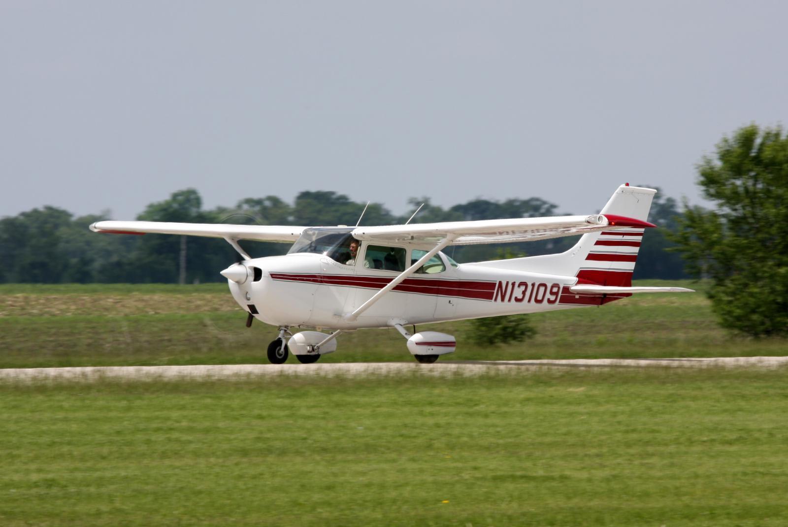 Atterrissage d'un avion sur l'autoroute A40.