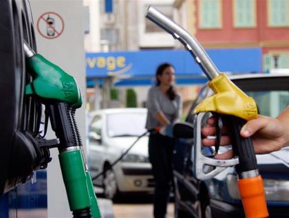 La baisse du prix des carburants + 10 dollars le baril = + 5 centimes le litre à la pompe