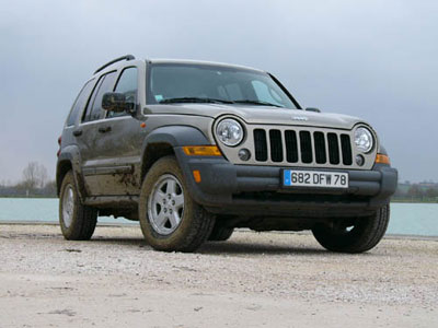 Lancé sur le marché Français avec une motorisation diesel peu agréable, le Cherokee s'équipe d'un 2,...