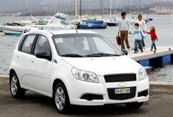Avec l'Aveo, Chevrolet tente de conquérir, en Europe de l'Ouest, le marché des secondes voitures fam...