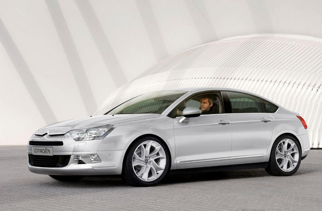 Souvent critiquée pour son design extérieur, maintenant la Citroën C5 2 est rappelée à cause de ses ...