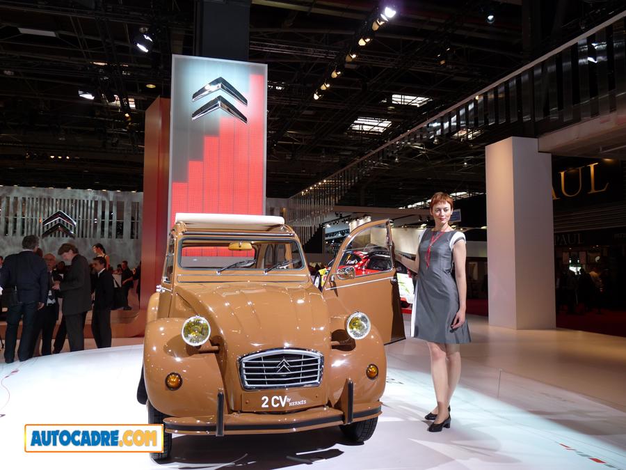 Citroën 2 cv Soixante bougies pour deux pattes ! 7 octobre 1948… 7 octobre 2008 (Vidéo)  Hermès lui a confectionné une tenue sur mesure