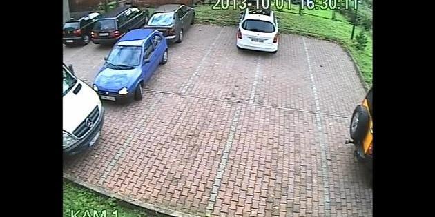 S'agit-il d'un(e) sous-doué(e) du créneau ou encore un(e) qui savait que le parking était sous vidéo...
