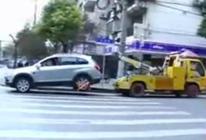 Dépanneuse ou voiture (Vidéo) Quelle est la plus forte ?