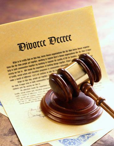 En cas de divorce,  Comment faire pour changer le nom du titulaire du certificat d'immatriculation?