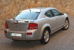 Dodge présente l'Avenger qui se veut la plus grande familiale la moins chère du marché européen.  El...