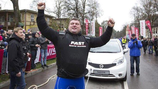Le Lituanien Zydrunas Savickas vient d'établir  un nouveau record qui sera inscrit au livre Guinness...