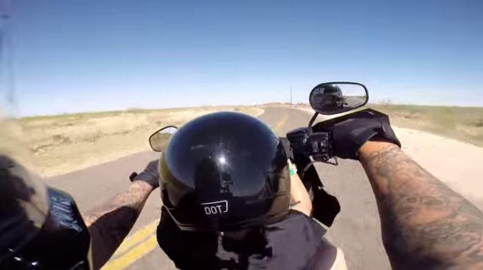 Un enfant de 6 ans aux commandes d'une Harley-Davidson (Vidéo)