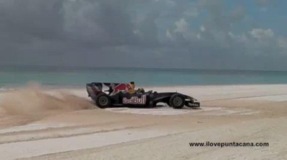 Une F1 sur une plage à Punta Cana? Non! Et bien vous ne l'auriez certainement pas cru si vous n'avie...