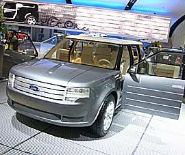 Le Ford Fairlaine Concept Le nouveau style américain