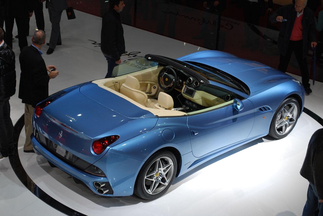 Ferrari California Présence d'un toit dur escamotable