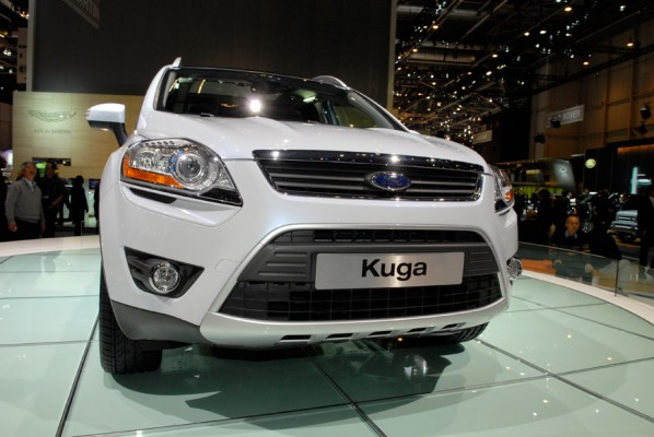 Dérivé du magnifique concept car Iosis X, ce crossover vient judicieusement compléter la gamme Ford...