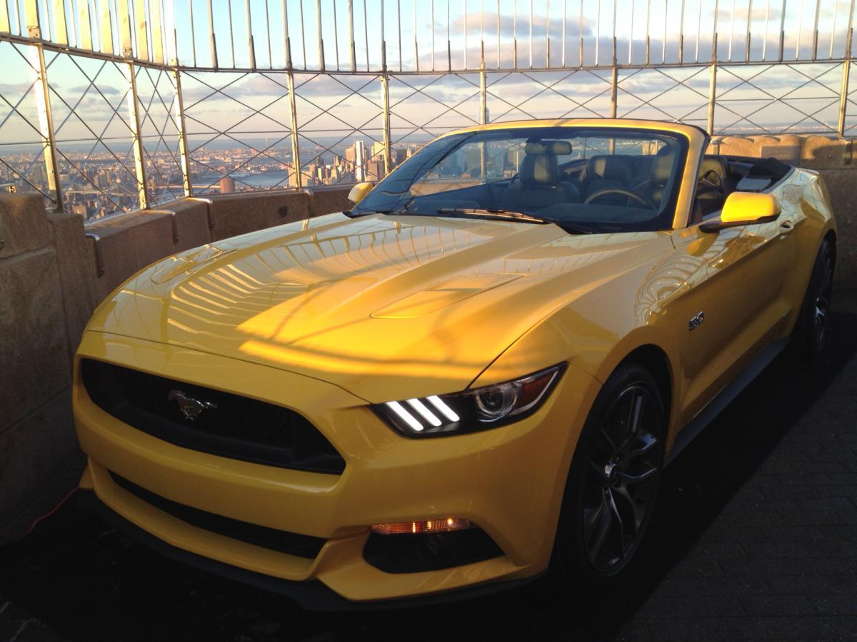 50e anniversaire de la Mustang au sommet de l'Empire State Building (Vidéo)