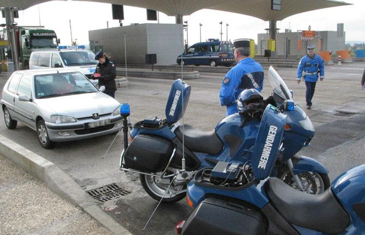Un policier roumain roule à contresens Sur l'autoroute A4