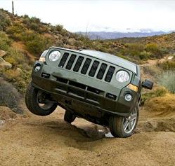 Avec le Patriot, Jeep se présente dans une petite niche déjà abordée par le Compass et le Dodge Cali...